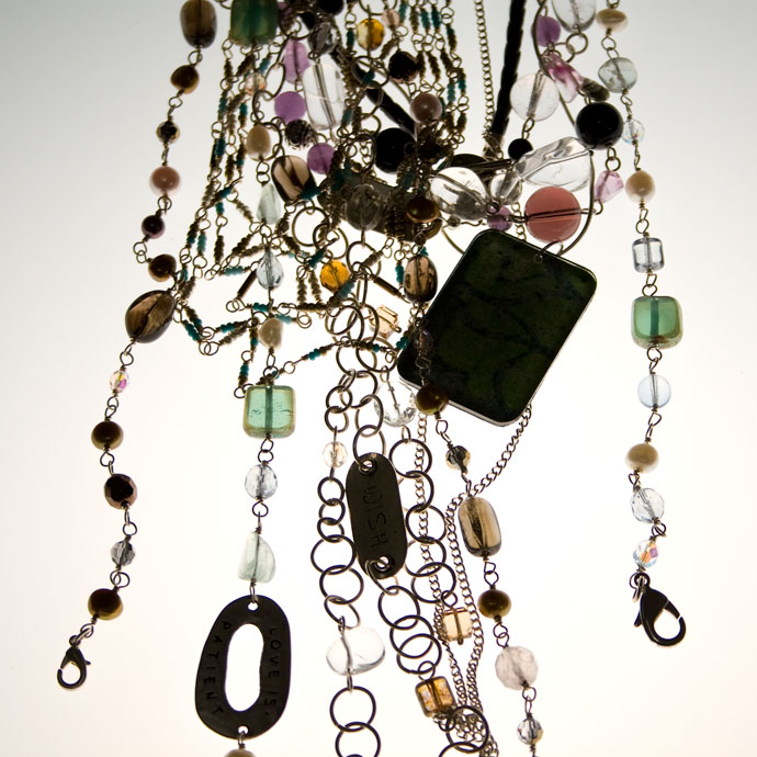 smycken fotade på ljusbord