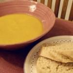 Morotssoppa och italienskt lantbröd